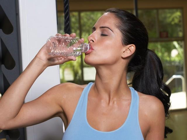 Питьевой режим во время тренировок
